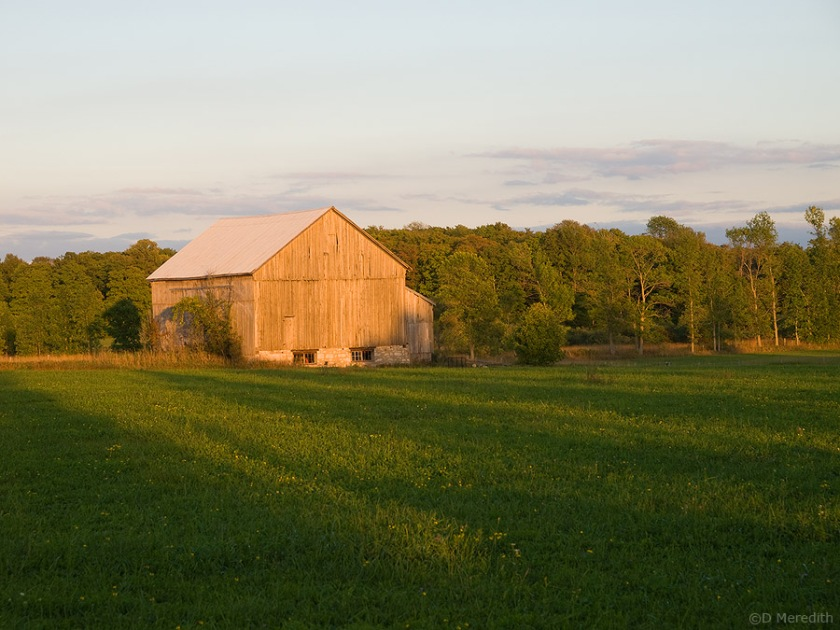 An old barn 30 minutes before sunset.